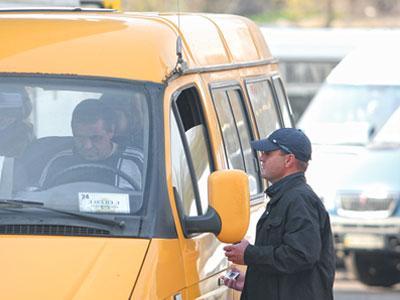 «Человек-счетчик» контролирует нерадивых водителей с семи утра и до семи вечера.