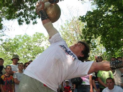 Самую тяжелую гирю Украины Дмитрий Халаджи выжал в футболке «Донбасса».