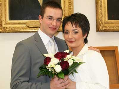 Жених и невеста: Робер Фонтен и Екатерина Лагно в мэрии Безансона перед церемонией бракосочетания.