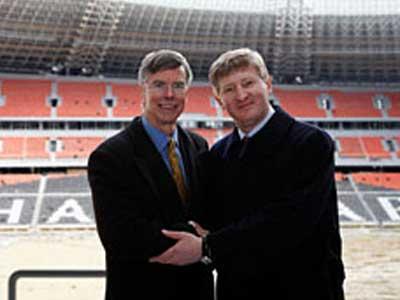 Уильям Тейлор и Ринат Ахметов договорились встретиться на открытии «Донбасс Арены».