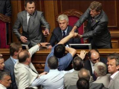Измученный Владимир Литвин и бурлящее депутатское море.