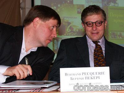 Председатель Ассоциации «Независимые региональные издатели Украины» Александр ЧОВГАН  и глава Всемирного форума редакторов Бертран Пекери договариваются о сотрудничестве.