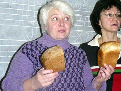 Тем, кто заботится о своем здоровье и у кого большая семья, Екатерина Скорик рекомендует печь хлеб самим.