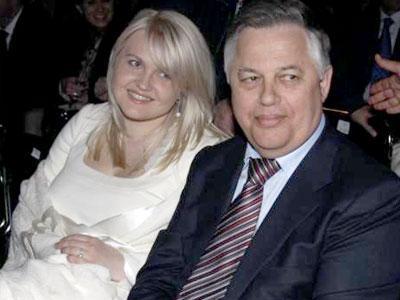 Петр Симоненко также признался в Донецке, что решение уйти от жены к радиожурналистке Оксане, родившей ему дочь, поддержали и поняли товарищи по партии.