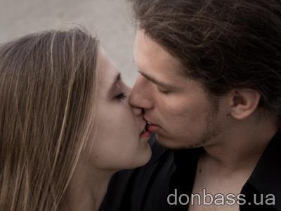 Довести девушку до оргазма одними поцелуями