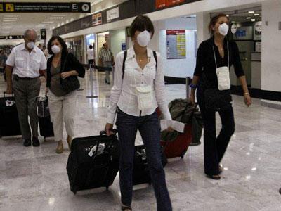 Угроза свиного гриппа перевела украинские аэропорты в экстренный режим работы.