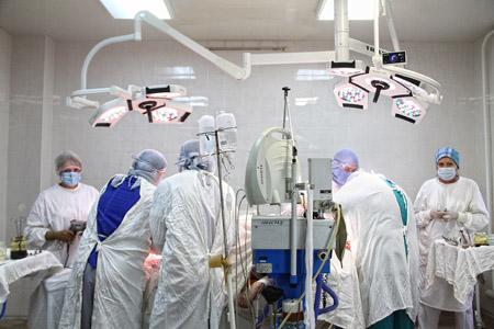 Жизни врачей из Артемовска, попавших в ДТП, спасают донецкие травматологи (ФОТО), фото-1