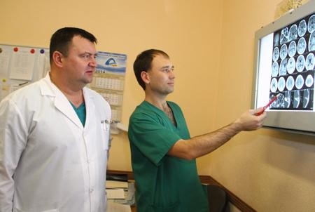 Жизни врачей из Артемовска, попавших в ДТП, спасают донецкие травматологи (ФОТО), фото-2