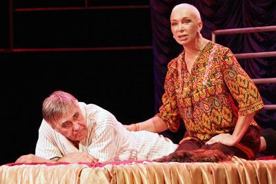 В спектакле Розыгрыш Анатолий и Татьяна Васильевы играют фактически самих себя - бывших супругов, которые много лет не общались, и теперь неожиданно встретились.