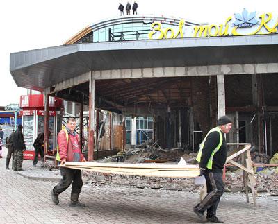 Возле железнодорожного вокзала Донецка начался снос торговых павильонов.