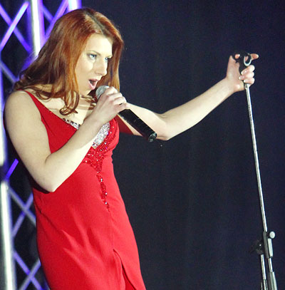 Анна Охрицкая, оставившая работу секретаря и родной Харцызск ради шанса спеть на всю страну, сейчас занимается с педагогом по вокалу в Киеве.