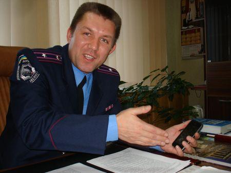 Всю информацию, собранную по пути бегства автомобиля-убийцы,  начальник Енакиевского отделения ГАИ Андрей Друмов зафиксировал в телефоне.