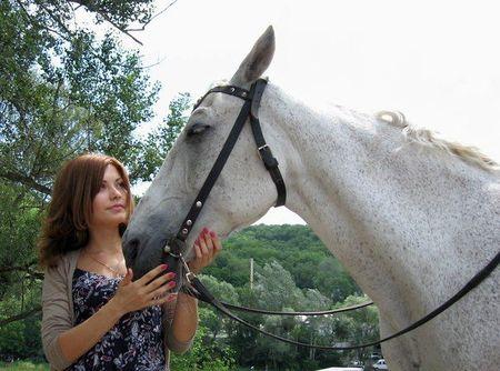 Оля любит животных, поэтому решила стать ветеринаром.