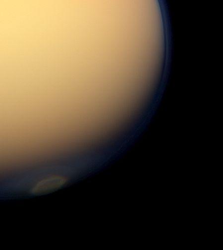 На Титане сфотографировали осеннее облако