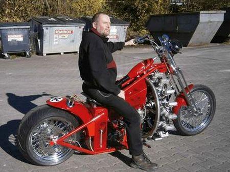 Мотоцикл зарядили двигателем от самолета
