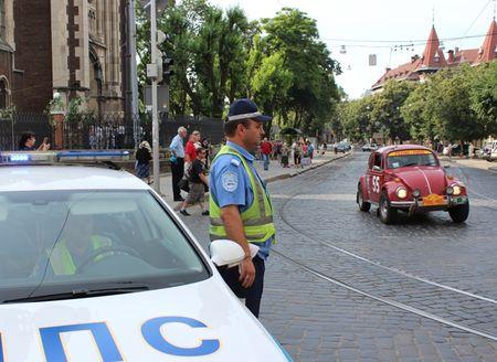 Во Львове прошел парад ретро-авто